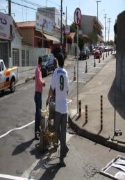 Rua 25 de Janeiro passa a ser sentido único e novas vagas de estacionamento são criadas na região central